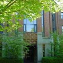 Deschutes Hall front entrance